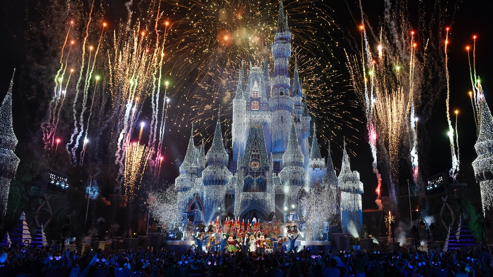 how much does disney cost during christmas travel agents weigh in - Disney During Christmas