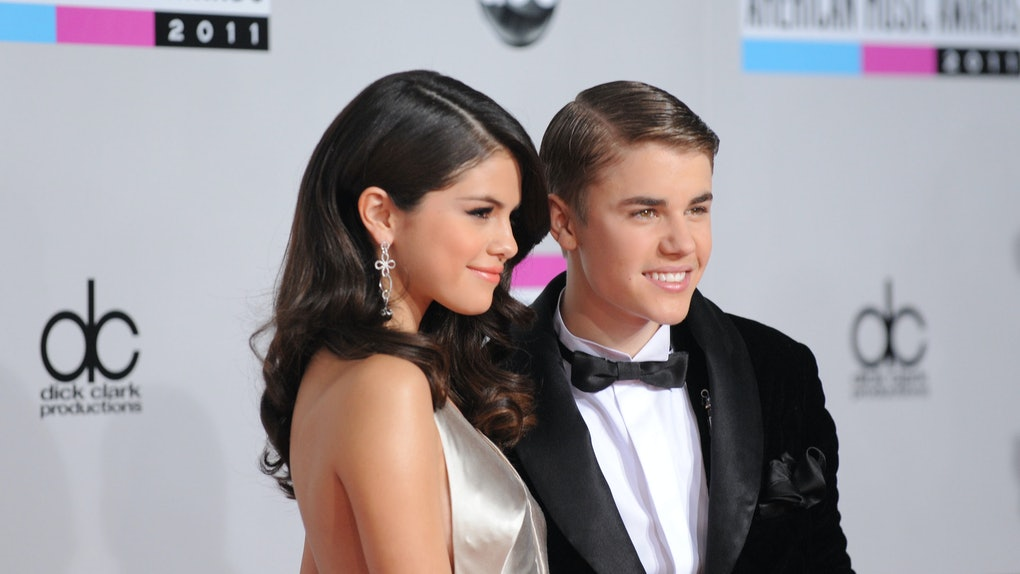 who is justin bieber dating in real life