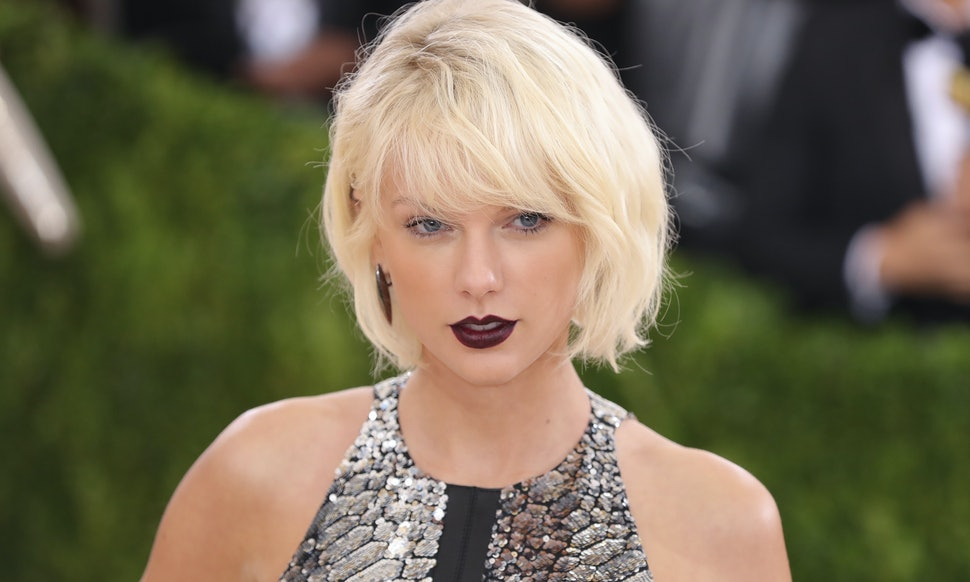 Is Taylor Swifts Dress About Tom Hiddleston Their Met Gala Dance