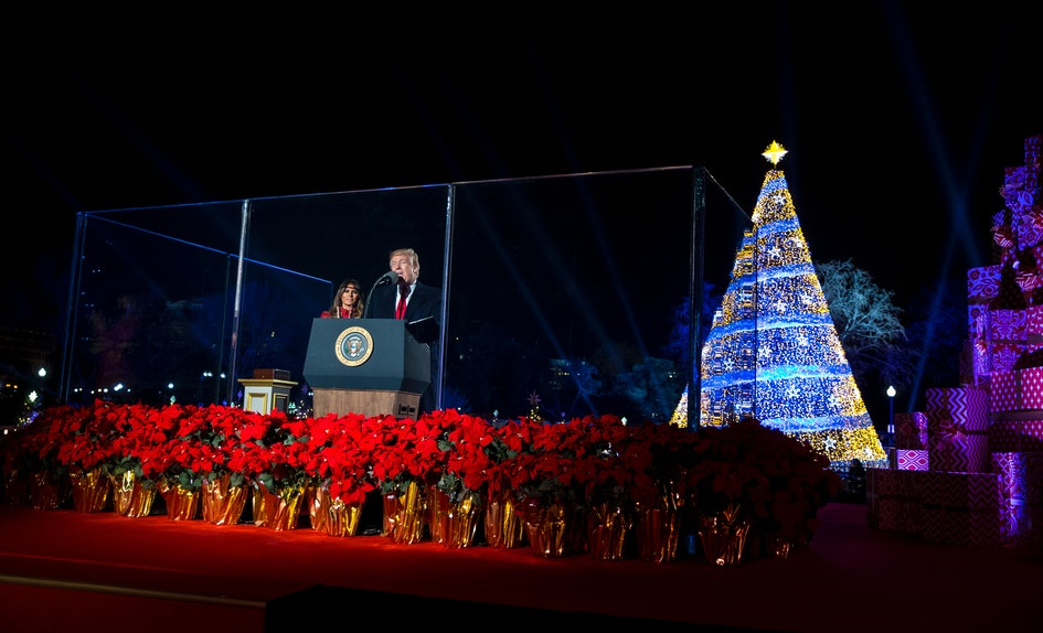barack obamas christmas tree lighting 2016 was so much more lit than trumps first attempt