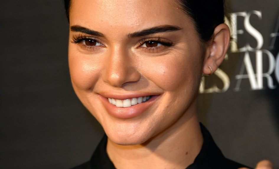 Kendall Jenner\'s Christmas Card Photo Is Finally Here & It\'s Stunning
