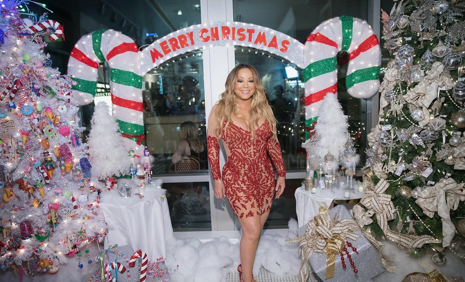 This Christmas Party Playlist Makes Sure Your Tree Isn\'t The Only ...