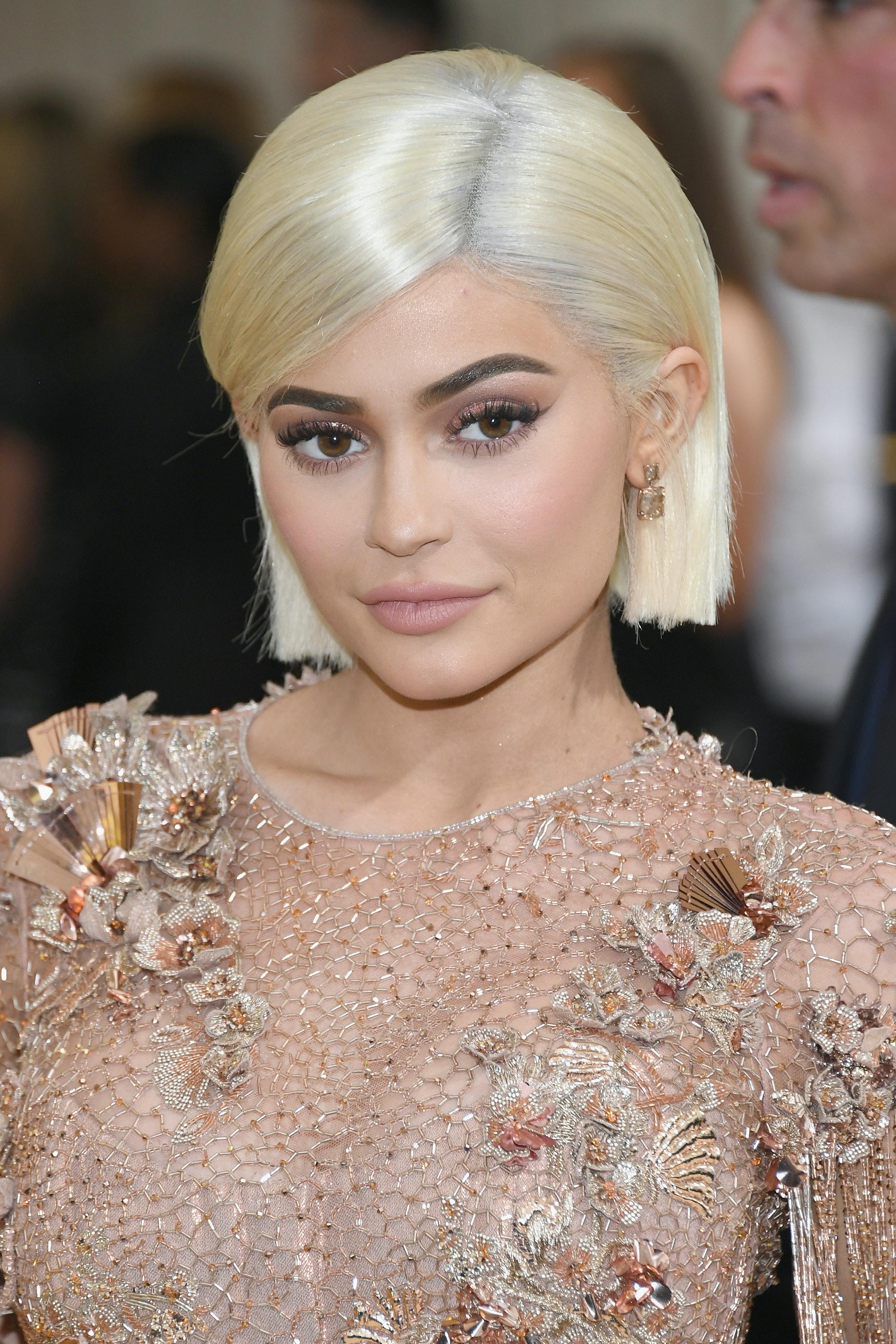 Kylie jenner missing kardashian christmas card theory pregnant