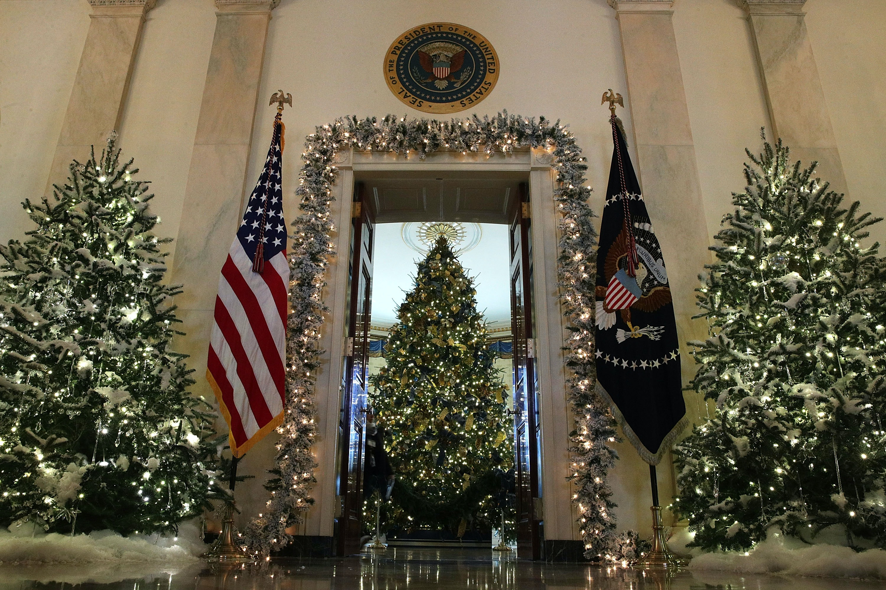 photos of the trump white house christmas decorations show its not as scary as the memes