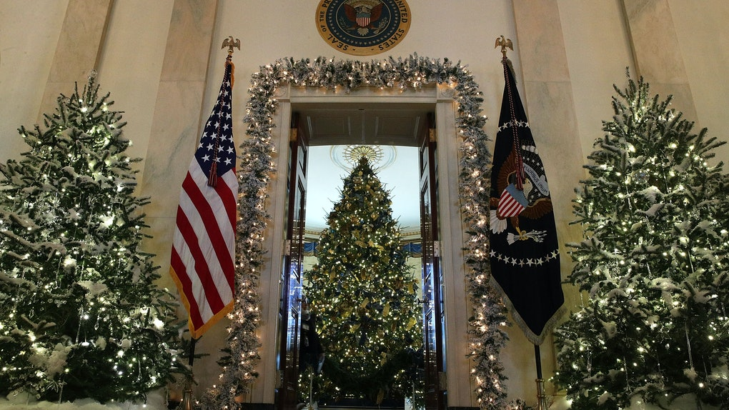 Christmas Tree Meme.Photos Of The Trump White House Christmas Decorations Show