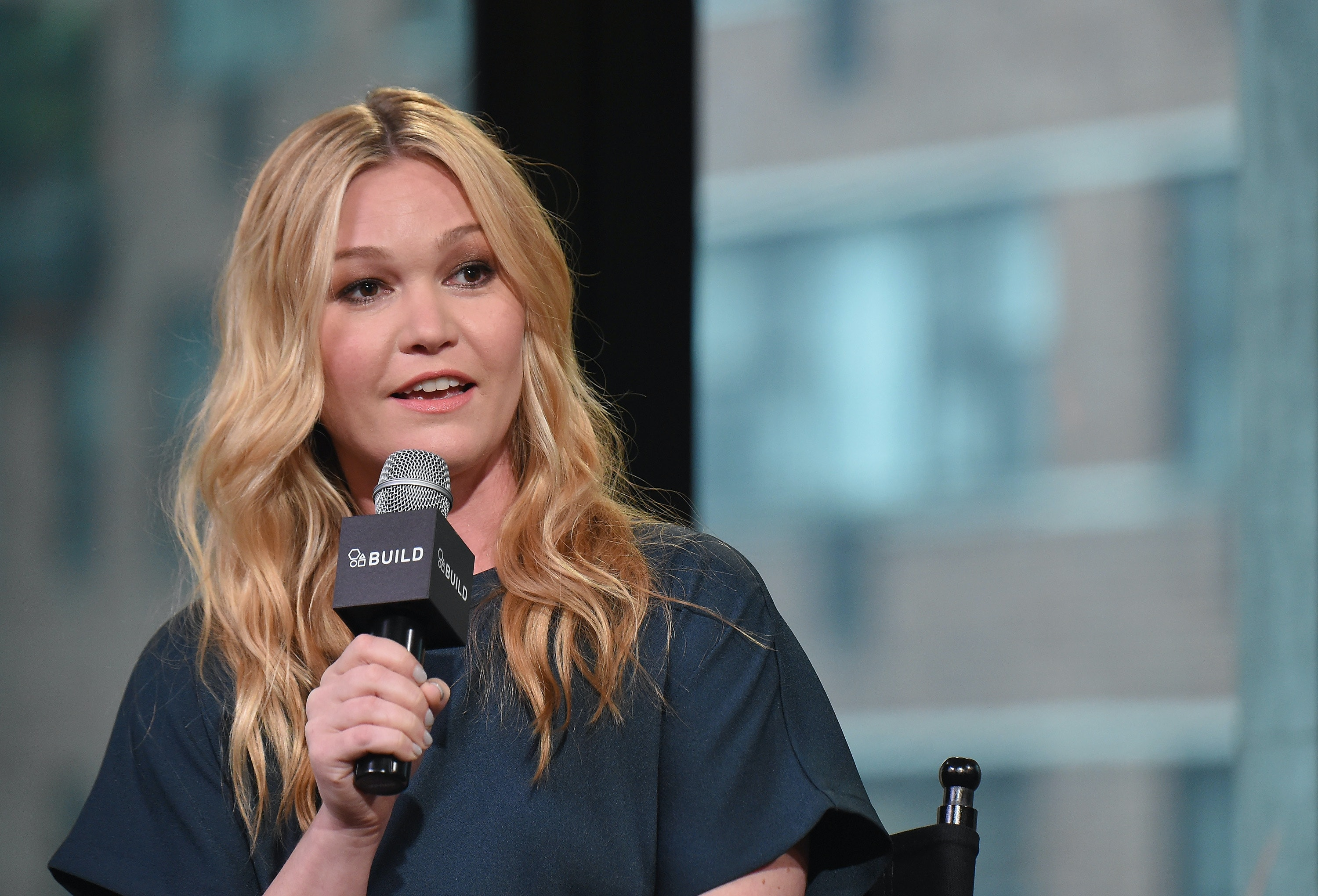 Julia Stiles Has The Perfect Response To Mom Shamers Who