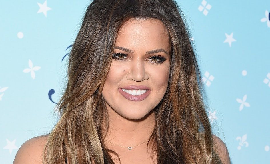 Khloe Kardashian In This Christmas Card Could Be Another Clue She\'s ...