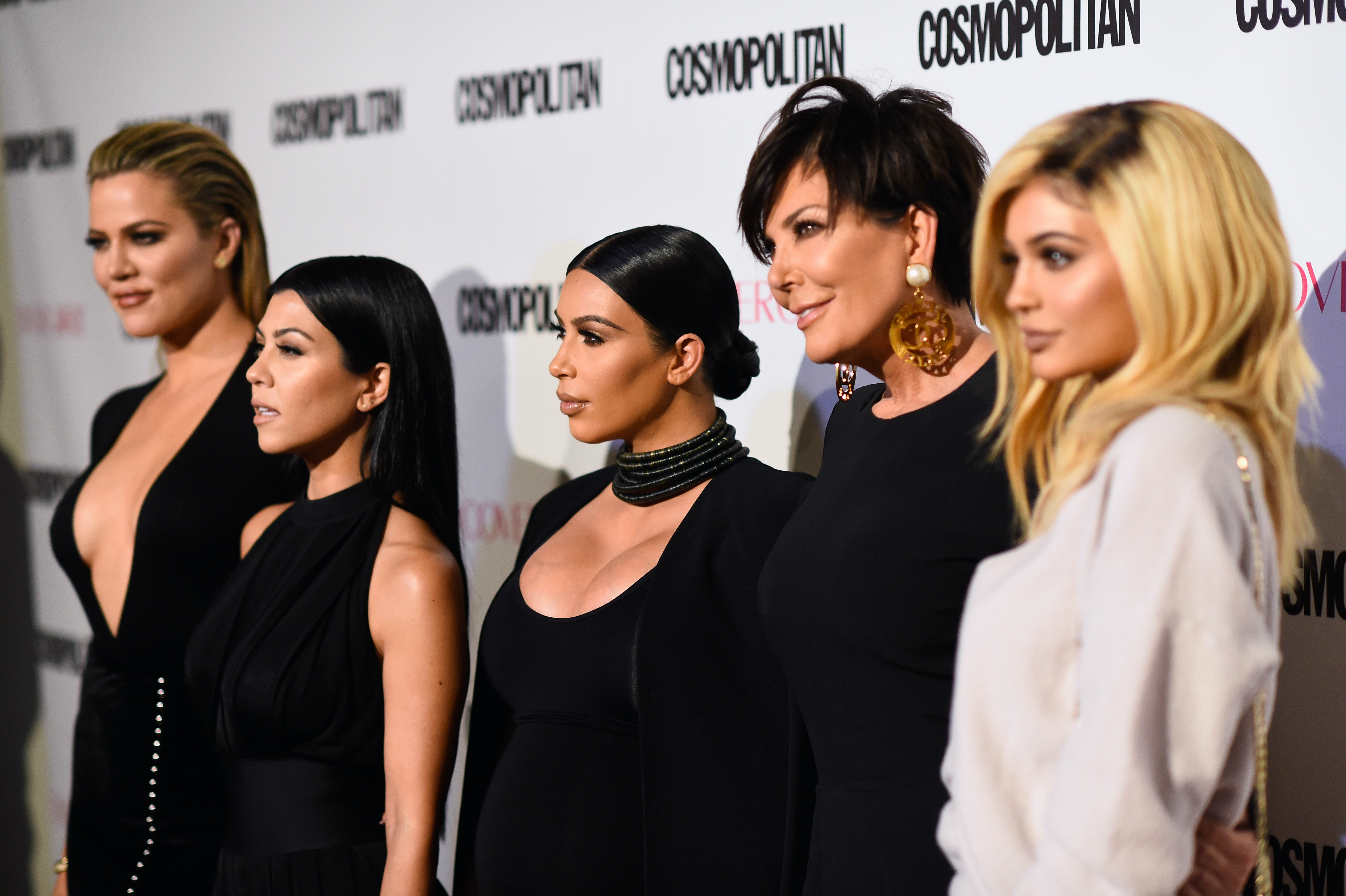 All The Kardashian Christmas Cards Over The Years Show How They\'ve ...