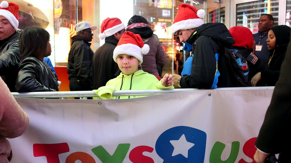 "Toys ""R"" Us Will Be Open For 63 Hours Straight Starting Friday, So Last-Minute Shoppers Still Have Time"