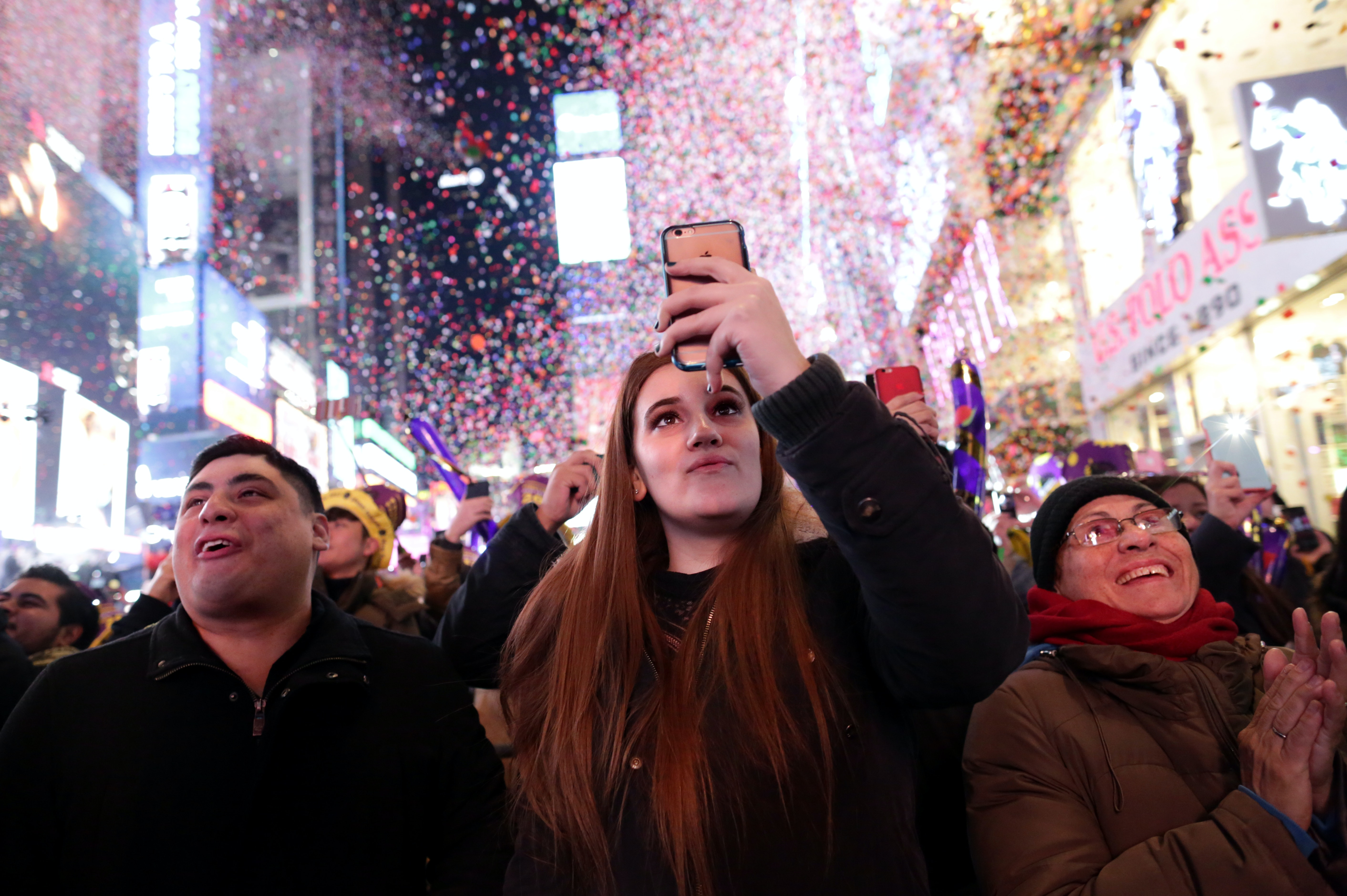 Do Texts Go Through On New Year's Eve At Midnight? Here's