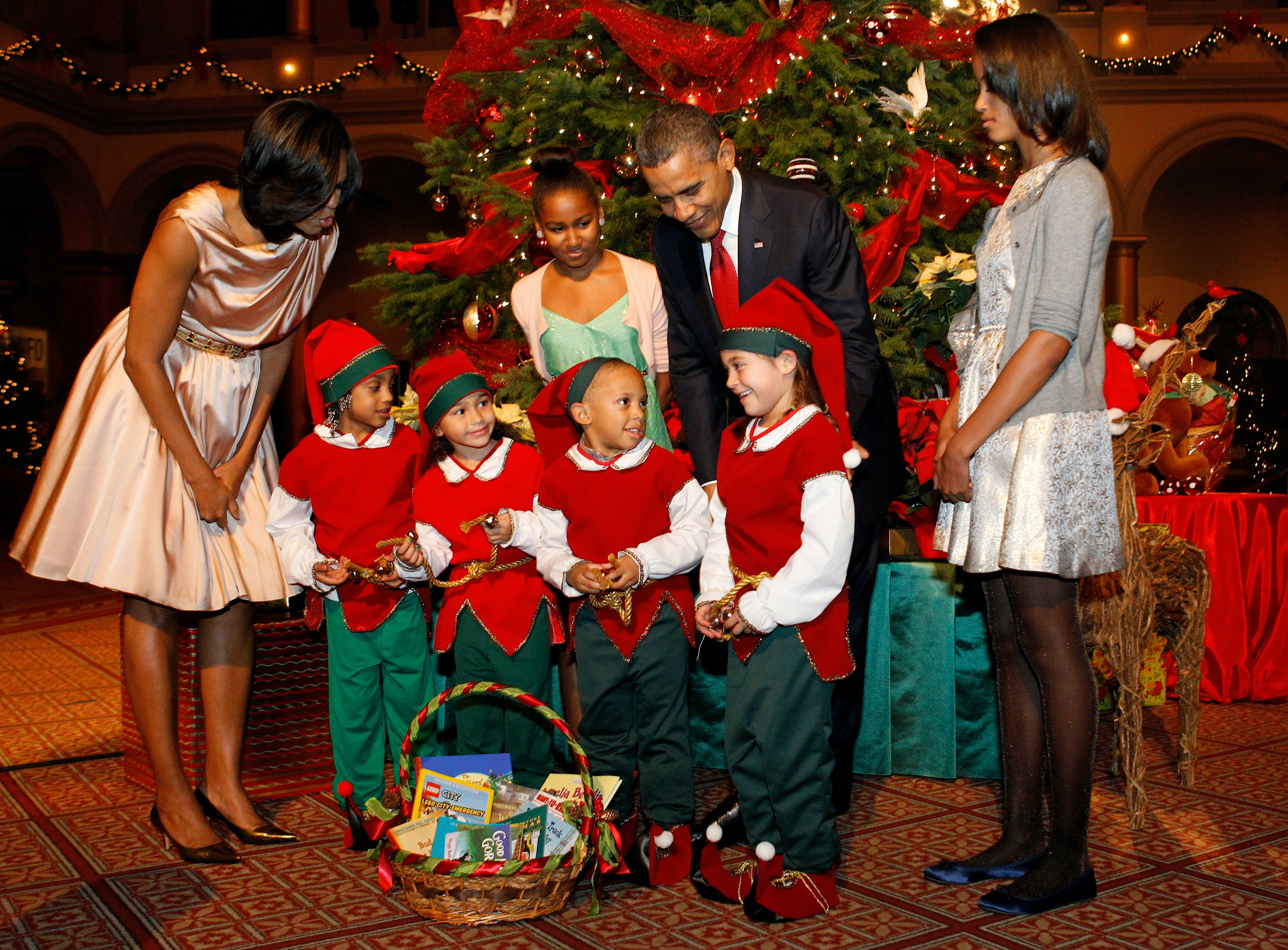 Barack Obama\'s Christmas Tweet Is Full Of Family Cheer & Is Bringing ...