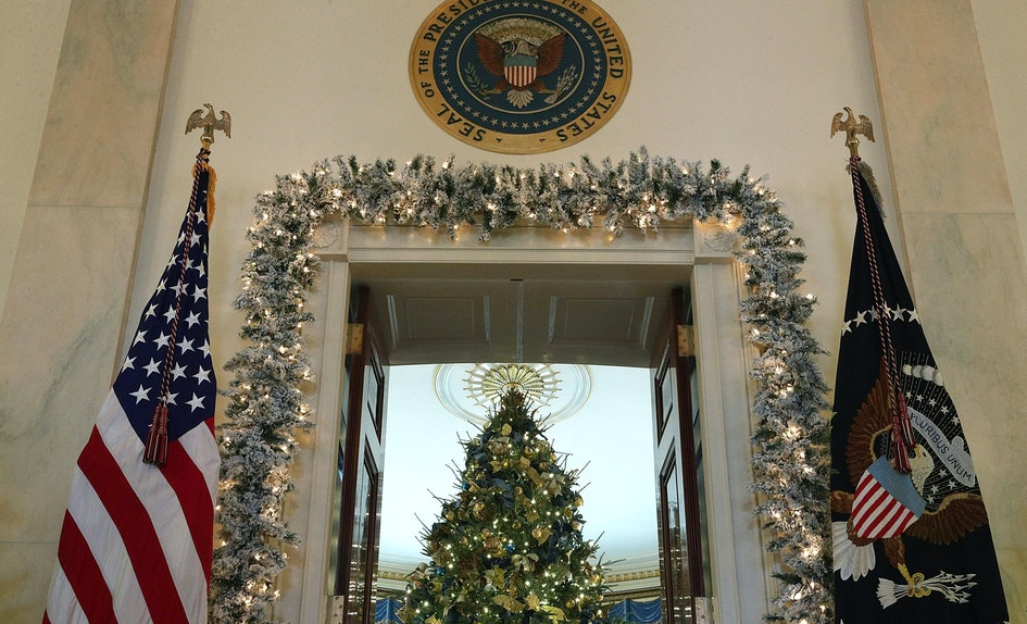 who decorates the white house for christmas a group of volunteers made it magical