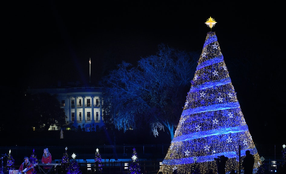 photos of trumps vs obamas white house christmas decorations are making us so nostalgic