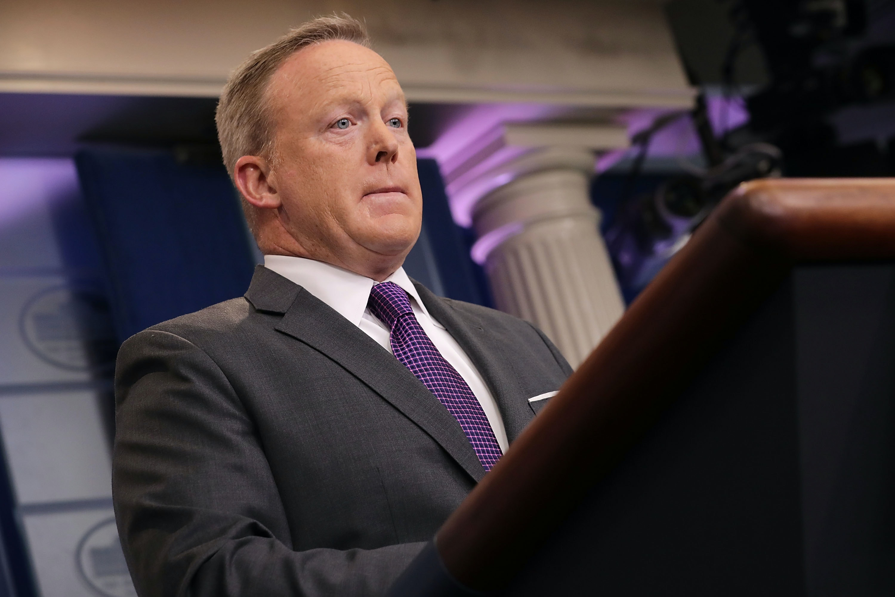 Funny Tweets & Memes About Sean Spicer's Resignation Are