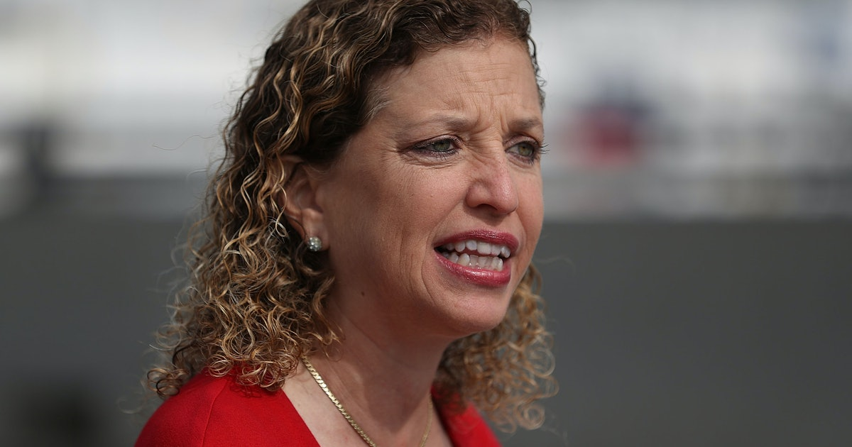 Deborah Wasserman Schultz ˈ w ɒ s ər m ə n ˈ ʃ ʌ l t s born September 27 1966 is an American politician serving as the US Representative for Florida