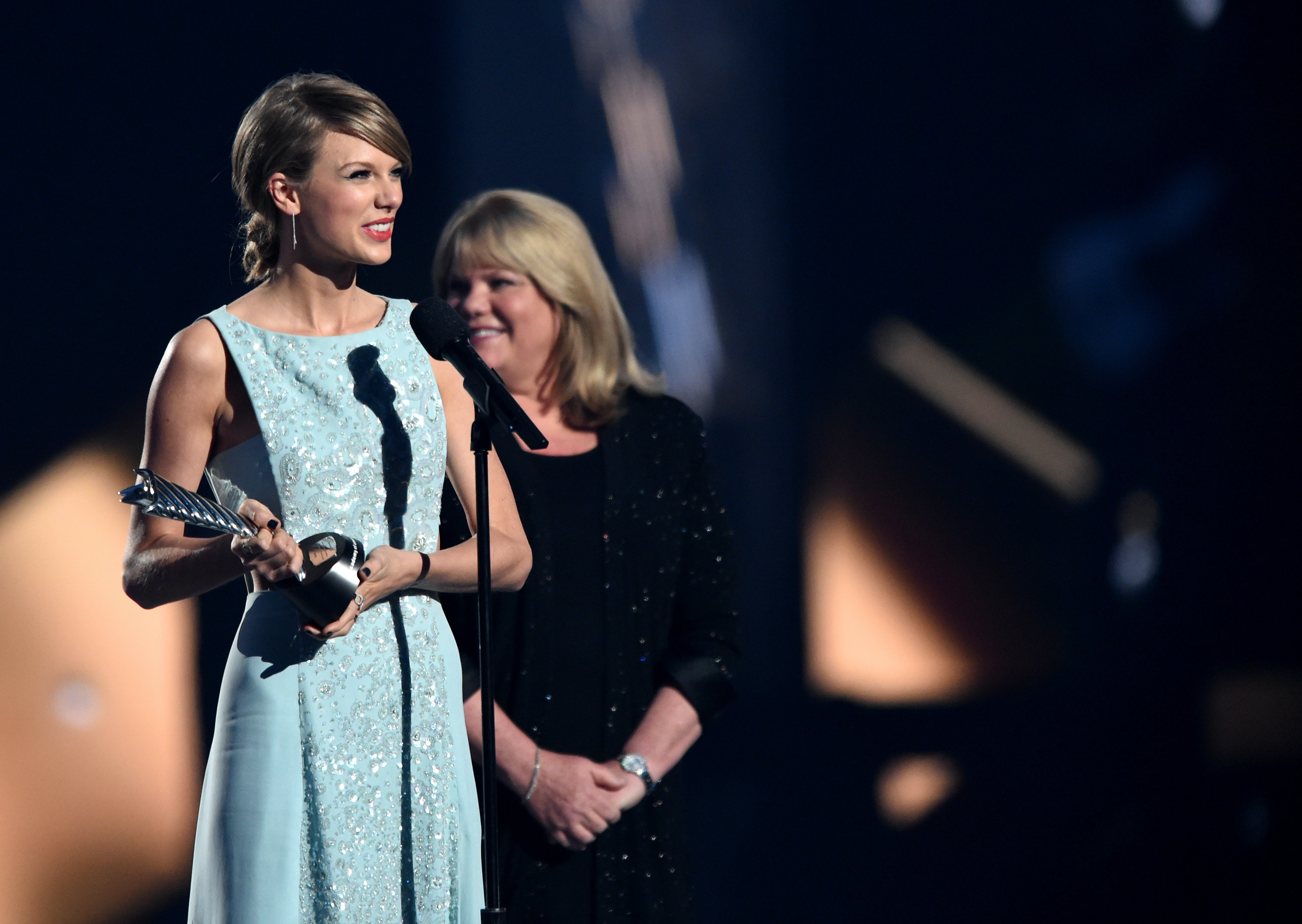 Taylor Swift S Mom S Testimony In The Singer S Alleged Assault Trial Is Heart Wrenching To Read