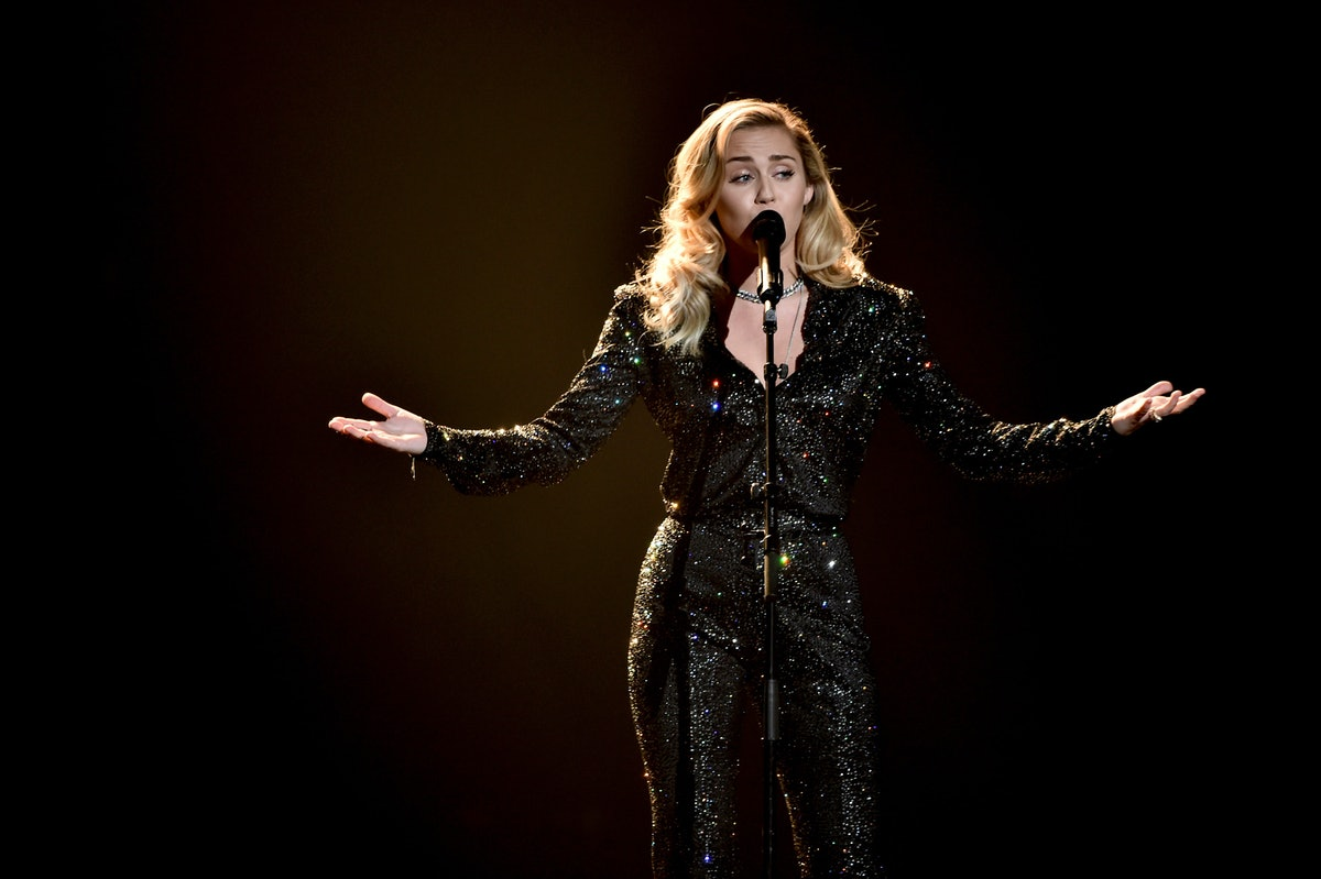 """This Video Of Miley Cyrus Singing """"Landslide"""" By Fleetwood Mac Will Give You Chills"""