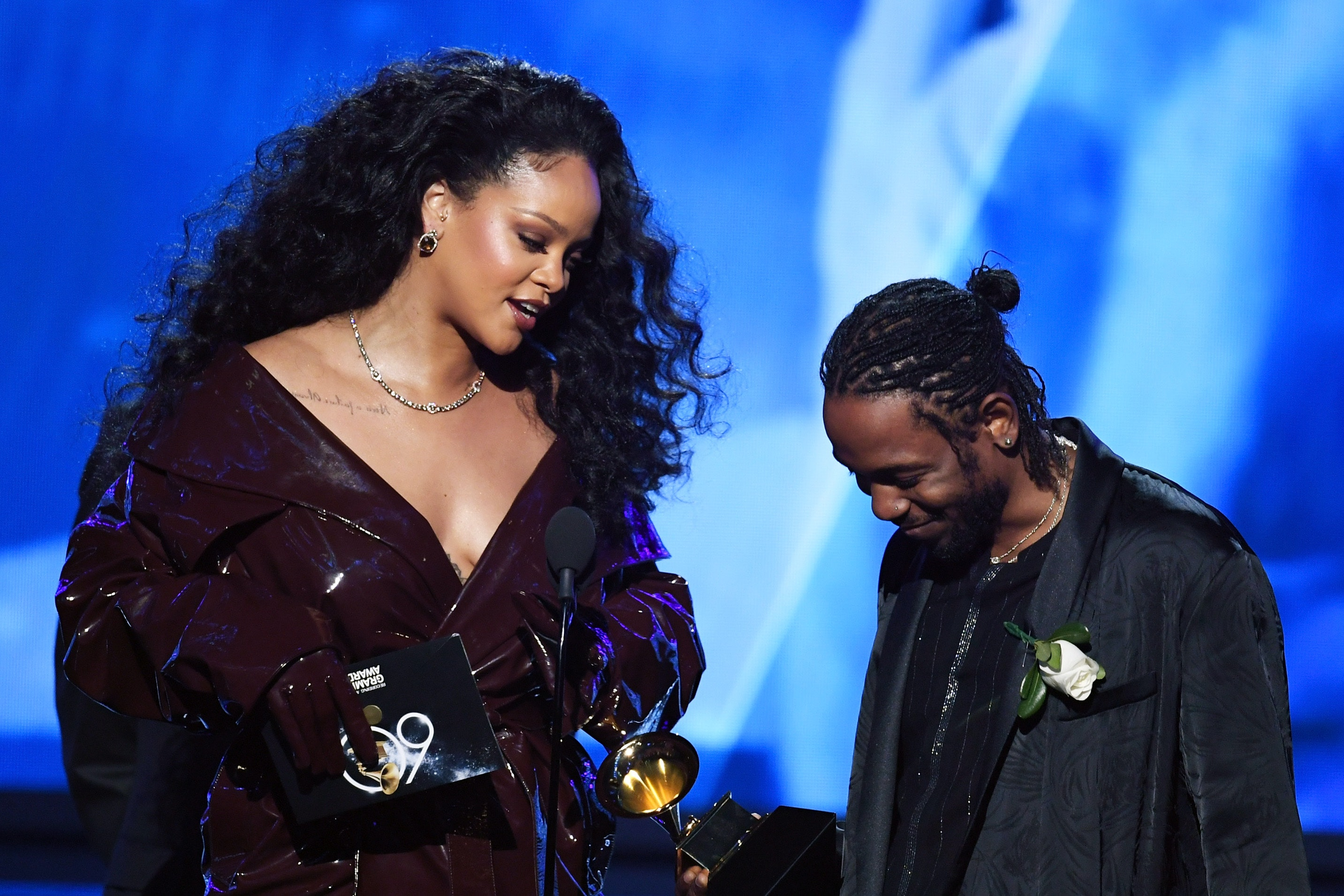 rihanna s outfits at the 2018 grammys were effortlessly glam https www bustle com p rihannas outfits at the 2018 grammys were effortlessly glam 8039810