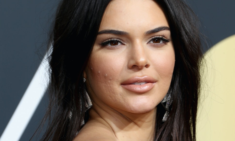 people criticized kendall jenner s acne at the golden globes she