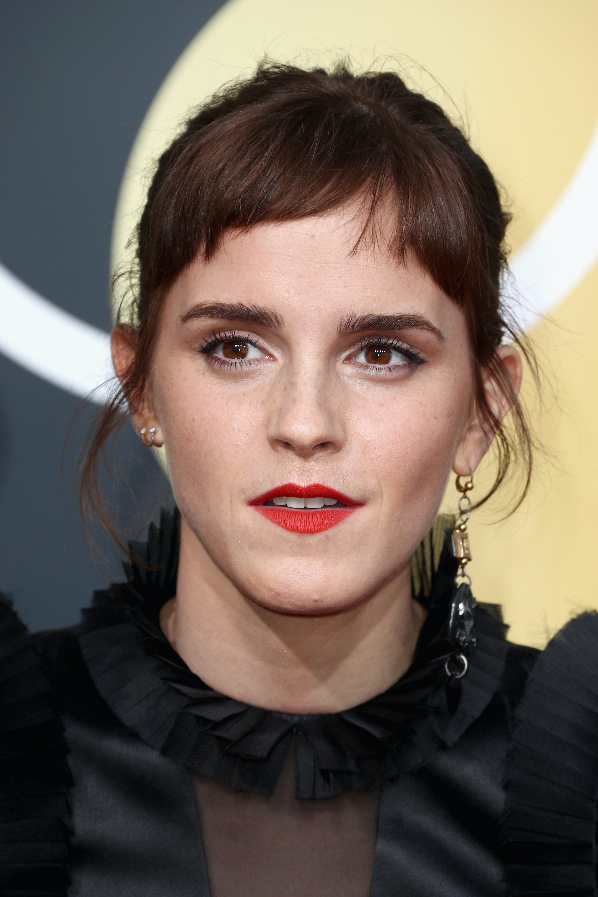 Emma Watsons Bangs At The 2018 Golden Globes Are Absolutely Amazing