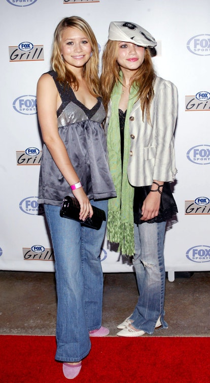 Halloween costume with jeans: Mary Kate and Ashley Olsen