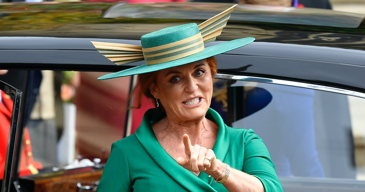 Sarah Ferguson Shared Pictures Of Eugenie's Wedding After Meghan's Pregnancy Announcement & Twitter Is Obsessed