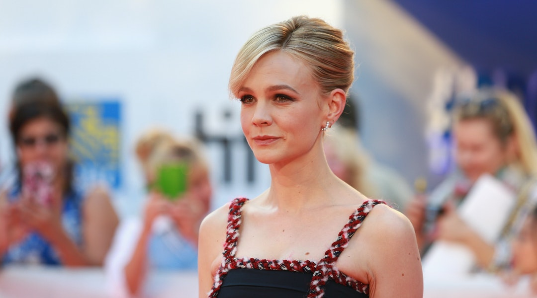 be1c1f4453 Recreate Carey Mulligan's Style With These Cold Weather-Approved ...