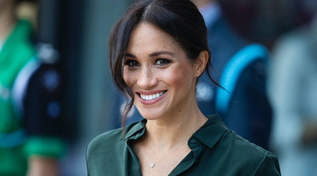 1c101ab875d17 Meghan Markle s Green Silk Shirt Is From   Other Stories (  It s Under  100)