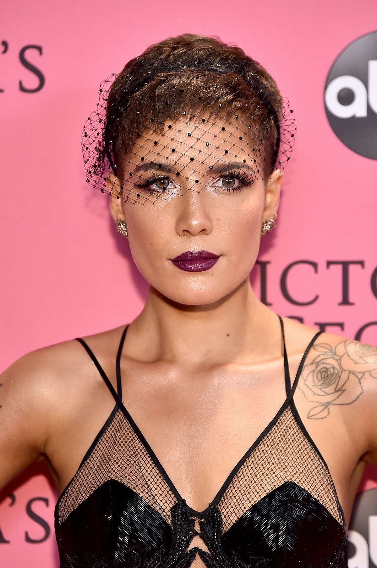 """Halsey's """"Inconvenient Woman"""" Speech Will Resonate With So Many Women — VIDEO"""