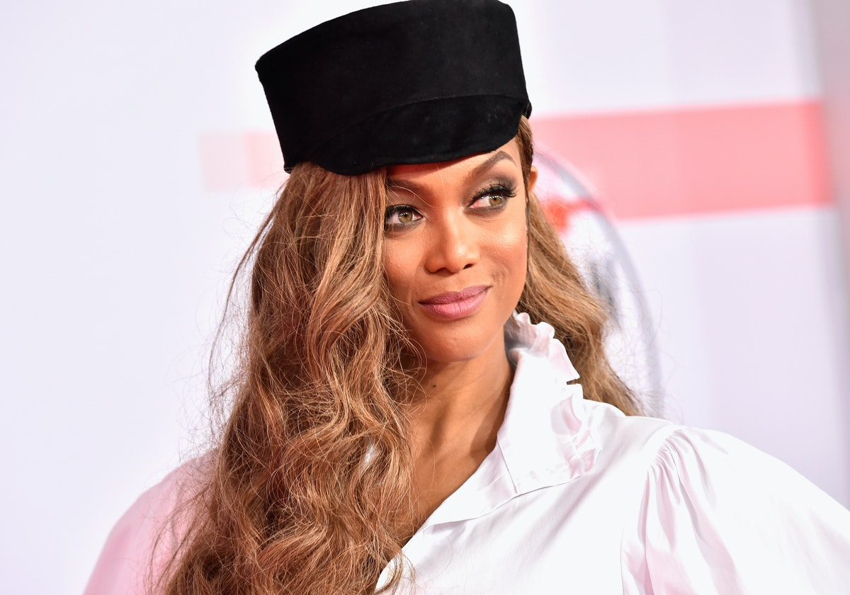 This 'Carpool Karaoke' Clip With Tyra Banks Wouldn't Be Complete Without A Lesson On The Catwalk — VIDEO