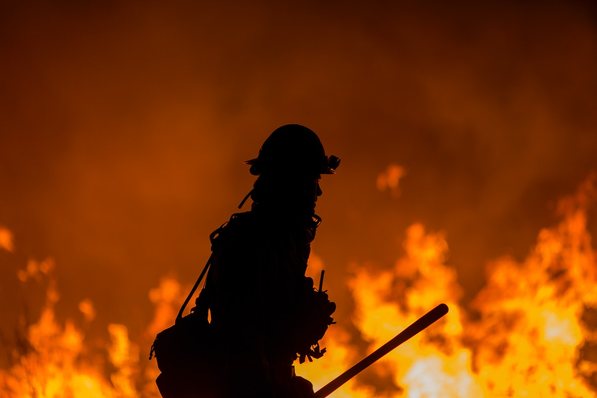 12 Powerful Photos Of Firefighters Battling The Devastating California Wildfires