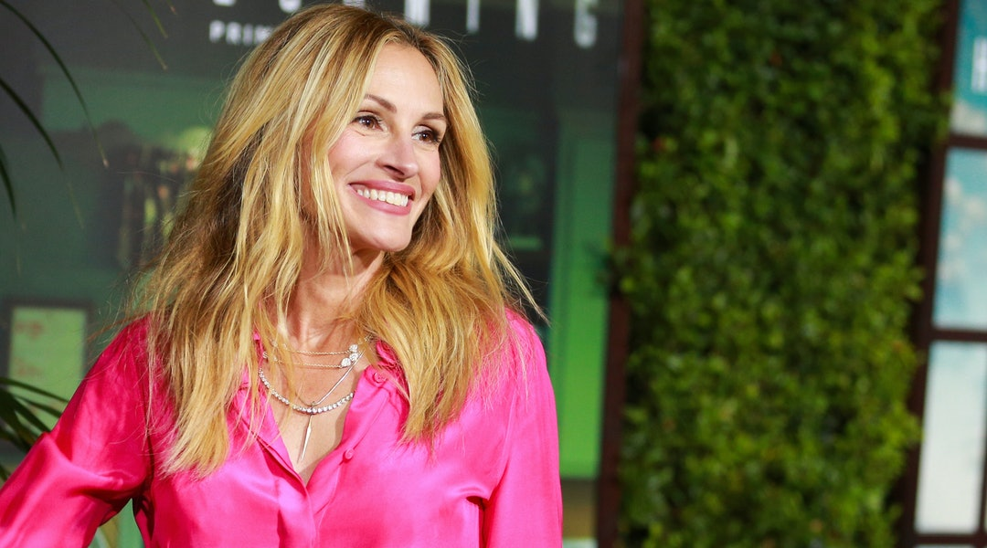 Photos Of Julia Roberts Pink Hair Might Convince You To Get