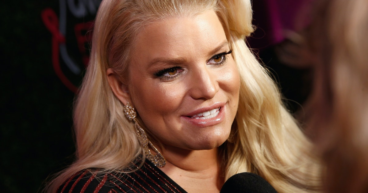 Jessica Simpson Shared A Swollen Foot Update With An Instagram Post Celebrating Her Ankles — PHOTO