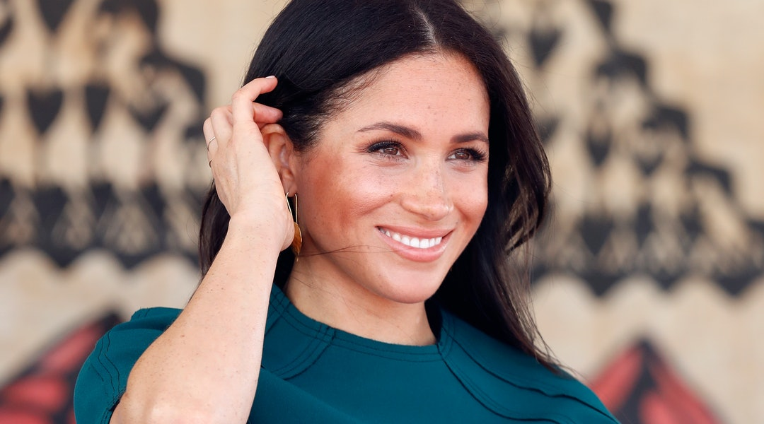 a2b3c705ceb 8 Meghan Markle-Inspired Gifts That Are Sure To Impress Your Friends Who  Love The Royal Family