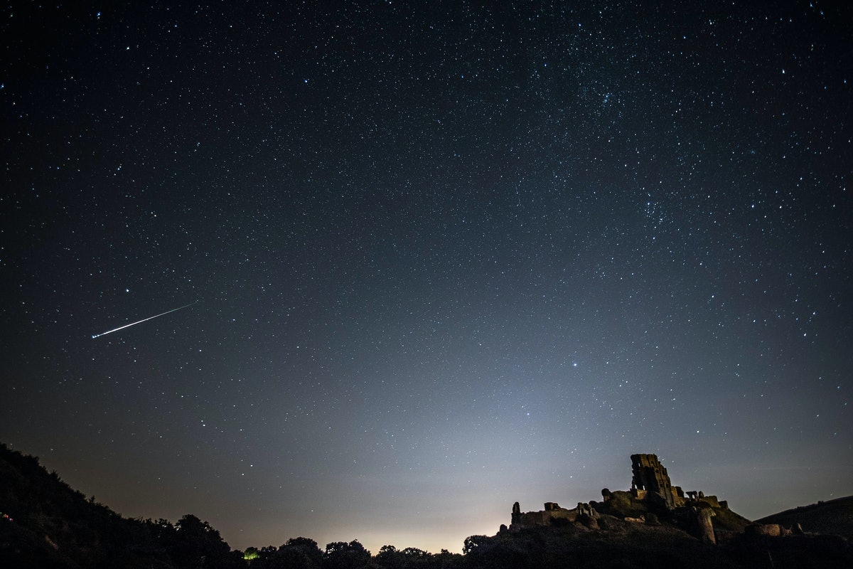 """A """"Christmas Comet"""" Is Passing By Earth Just In Time For The Holiday — Here's How To See It"""