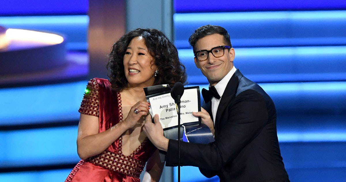 Sandra Oh Will Host The 2019 Golden Globes With Andy Samberg & Make History Doing It