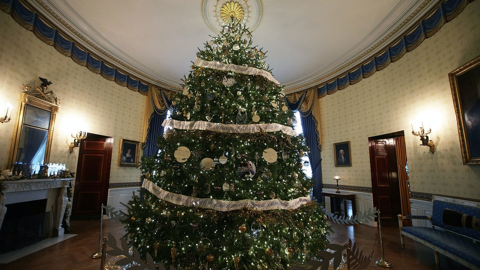 Photos Of The White House Christmas Trees Over Years Show Each First Lady S Style Personal Flair