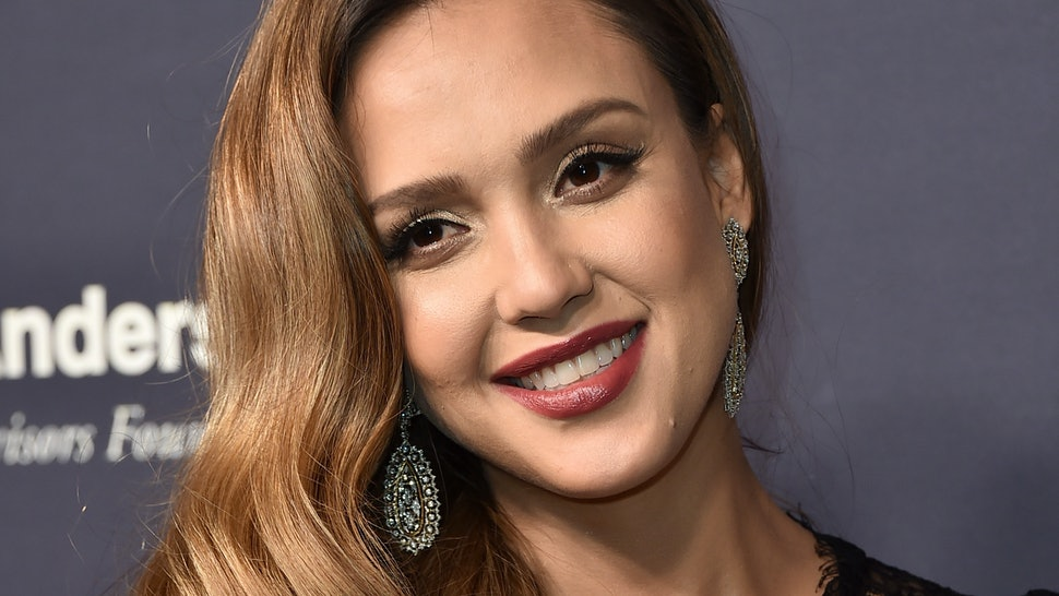 Jessica Alba's Lob Haircut Is Perfect For Women Who Love ...Jessica Alba Lob