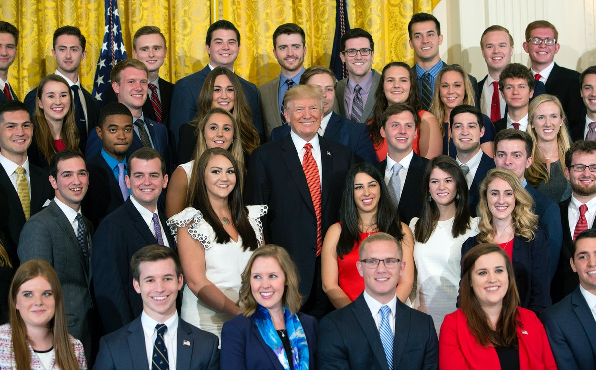 The Photo Of Trump's 2018 White House Interns Is Really Something Else