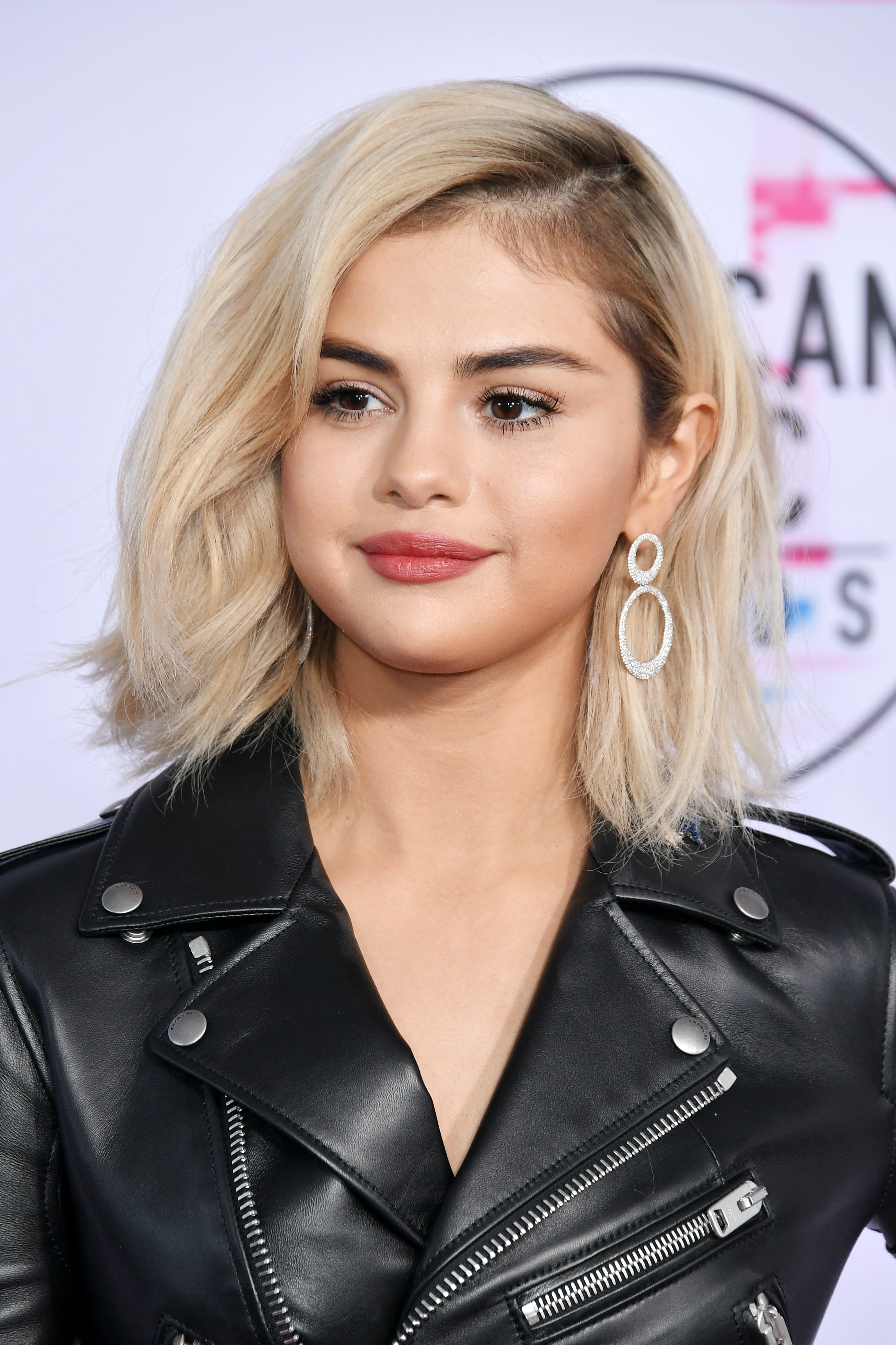 selena gomez's new hair features a hidden undercut & i'm buzzing