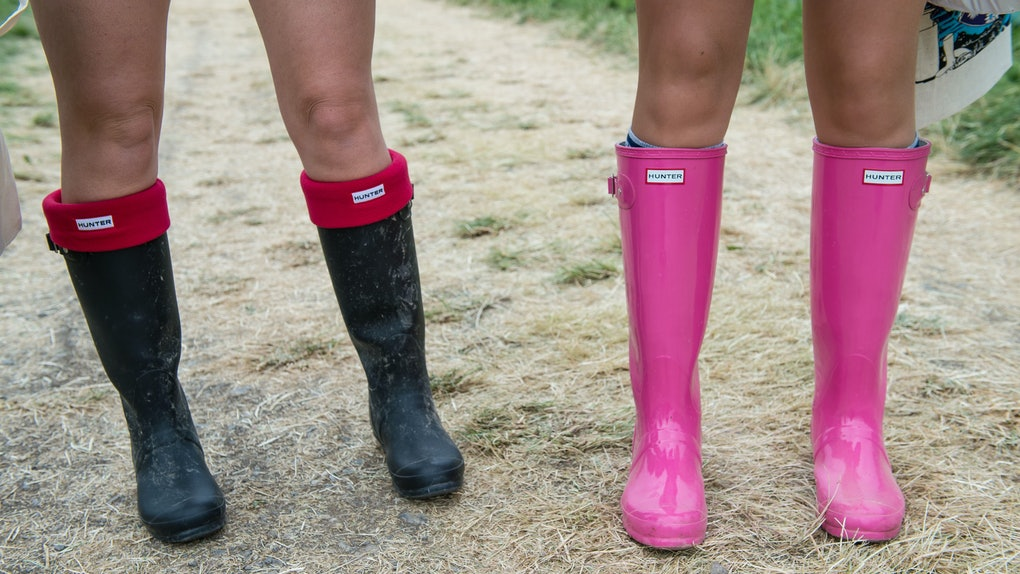 d1aaa7b80c6 Inexpensive Hunter Boot Dupes That You'll Want To Wear Rain Or Shine