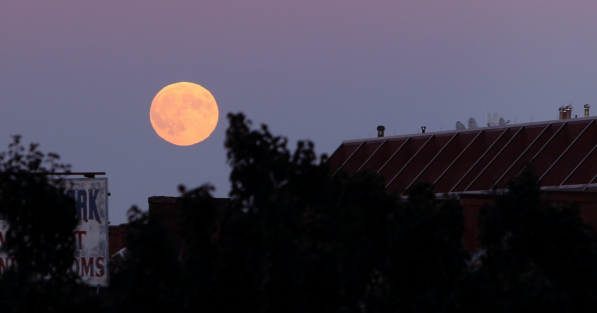Does The Pink Moon Affect Your Period Here S Why Pms Might Feel Worse