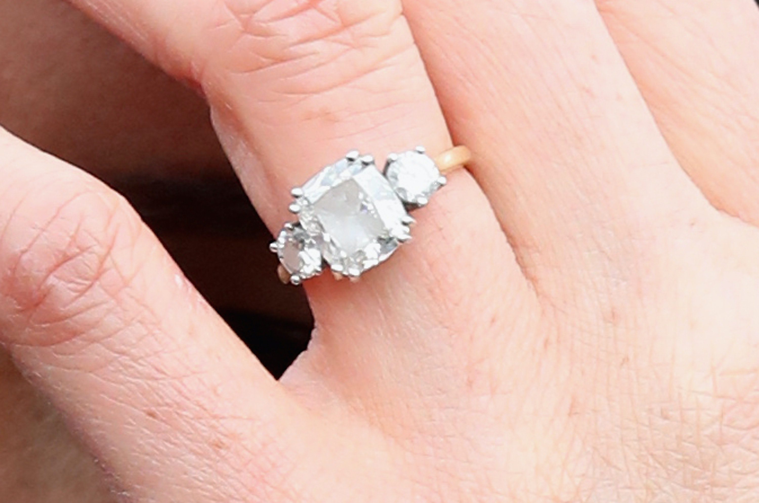 Meghan Markle Engagement Ring Carats - GANGBANGS
