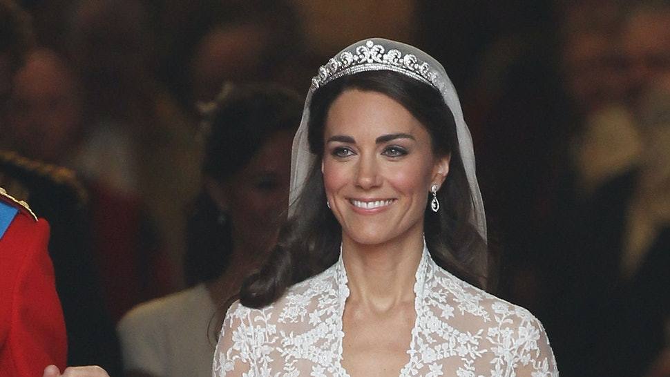 457244c1248 Kate Middleton s Wedding Dress Is Available As An H M Dupe   It s So  Affordable