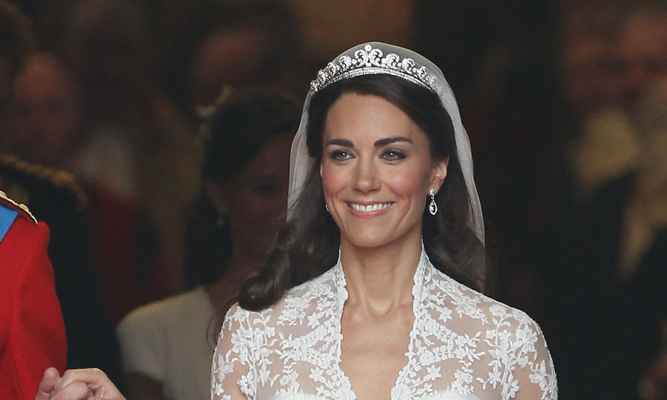 Kate middletons wedding dress is available as an hm dupe its kate middletons wedding dress is available as an hm dupe its so affordable junglespirit Gallery