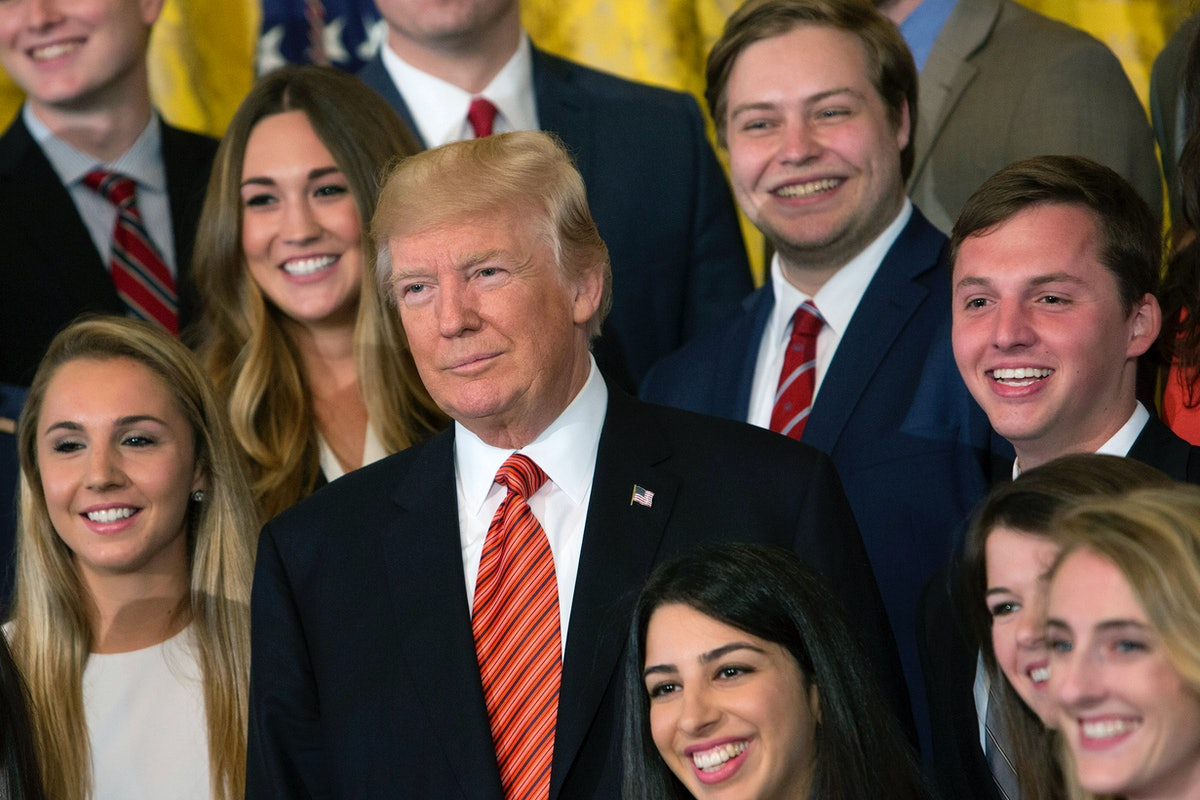 These Photos Of Trump's Vs. Obama's Interns Say So Much About Their Administrations