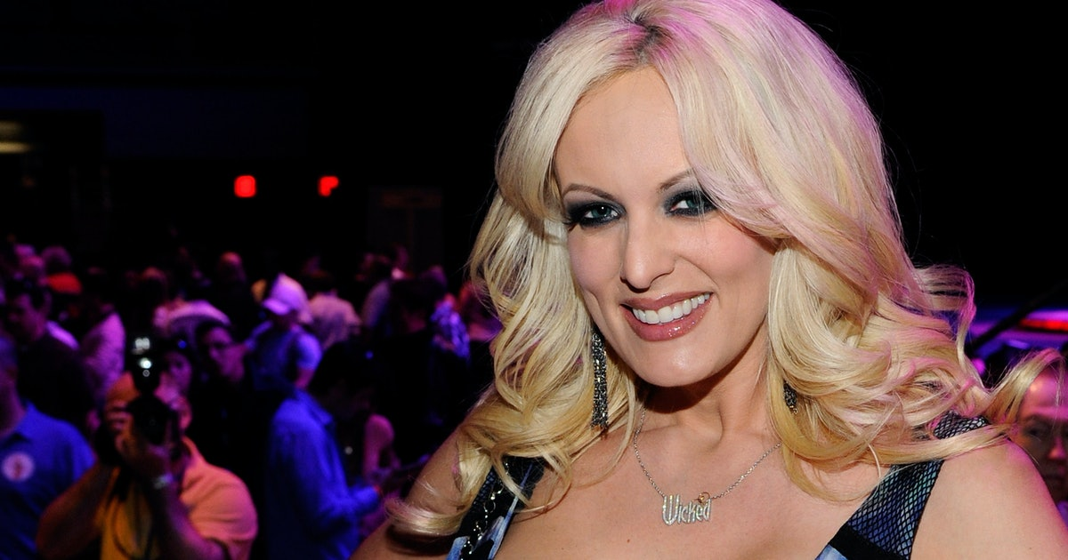 This Photo Of Stormy Daniels & A Forensic Artist Will Leave You Asking So Many Questions