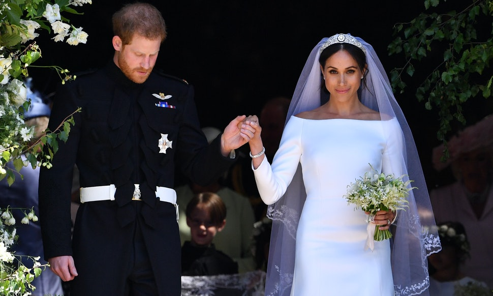 How Much Did Meghan Markle\'s Wedding Dress Cost? It\'s A Six-Figure Gown