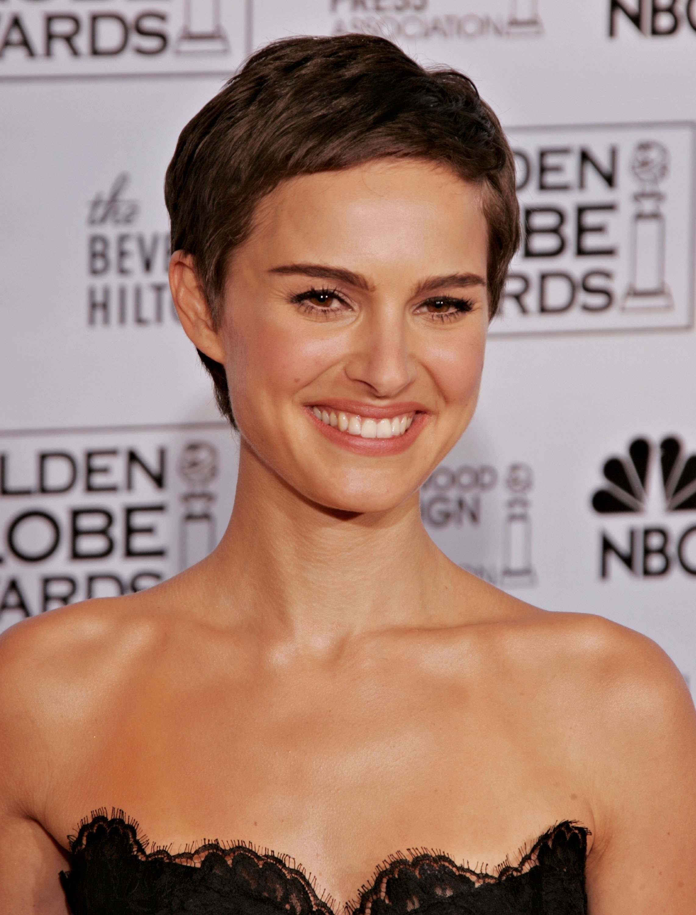Is Kate Hudson S Short Bob Real The Cut Is A Chic Way To Deal With An Awkward Grow Out Phase