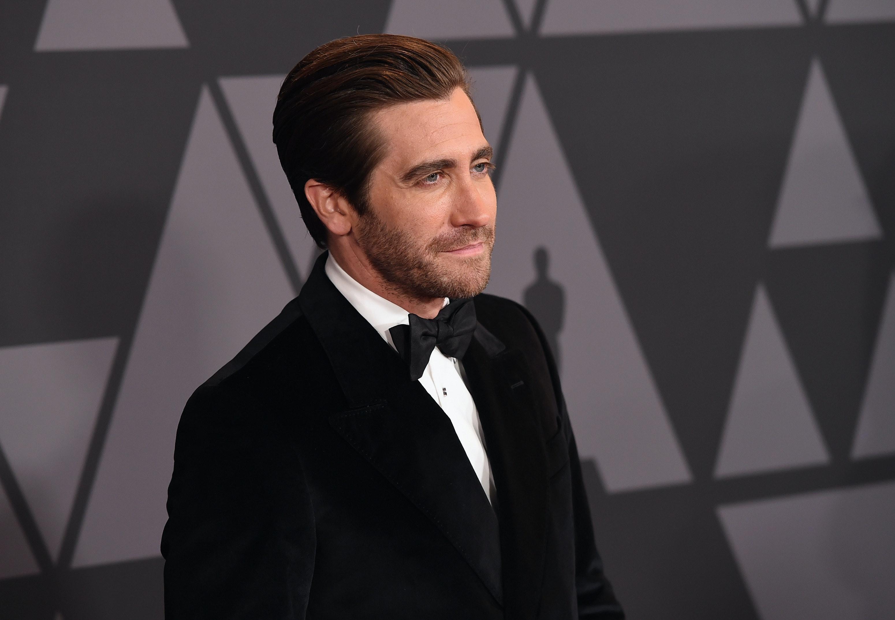 Tobey maguire looks like jake gyllenhaal dating